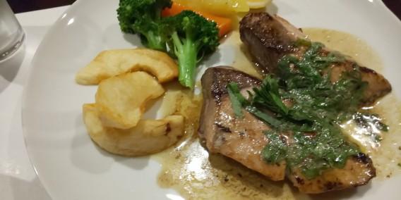 南森町のランチに魚のソテーと肉料理を選べる洋食レストラン「シュガーキューブ」