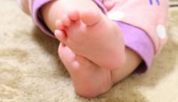 赤ちゃん 足画像 切り取り